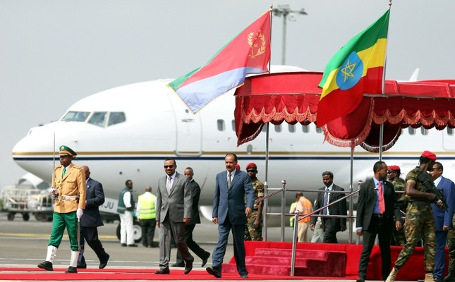 Eritrea's President Isaias Afwerki is welcomed by Ethiopian Prime Minister Abiy Ahmed upon arriving for a three-day visit, at the Bole International Airport in Addis Ababa, Ethiopia, July 14, 2018. (Reuters Photo)