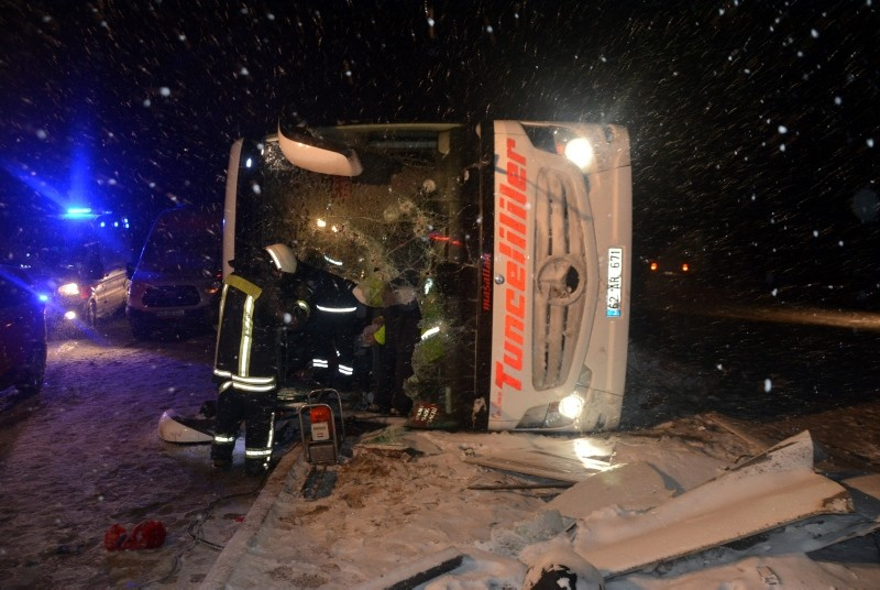 Picture shows the bus that rolled over after swerving off the road, killing 3 and injuring 35 others in central Turkey's Ku0131ru015fehir. (AA Photo)