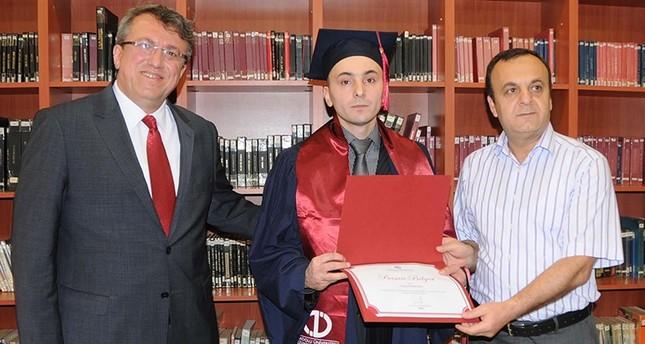 شاب تركي ينهي دراسته الجامعية من داخل السجن