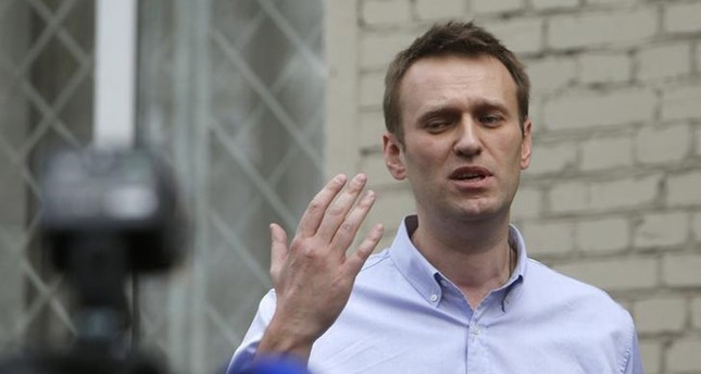 Opposition leader Alexei Navalny talks to the media after leaving a justice court building in Moscow, April 22, 2014. (Reuters Photo)