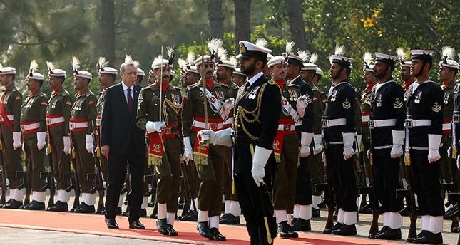 رئيس الوزراء الباكستاني يستقبل أردوغان في إسلام أباد بمراسم رسمية