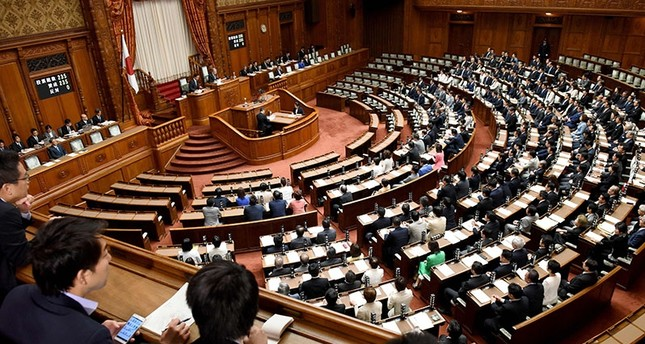 Members of Japan's upper house of parliament cast their ballots for a bill during the plenary session in Tokyo on June 9, 2017. (AFP Photo)