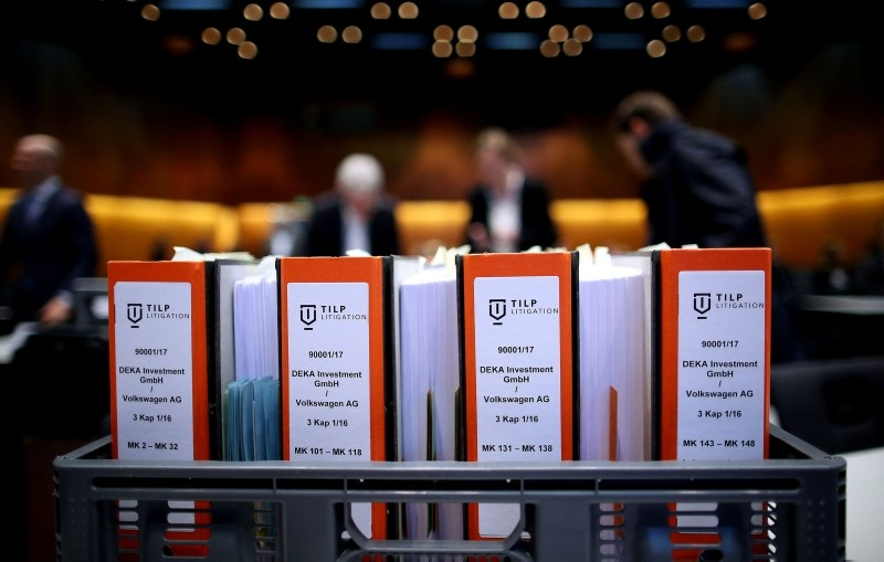 Folders containing documents in connection with the Volkswagen ,dieselgate, scandal are pictured on the first day of the model case proceedings in Germany against German car maker Volkswagen (VW) on September 10, 2018 in Braunschweig. (AFP Photo)