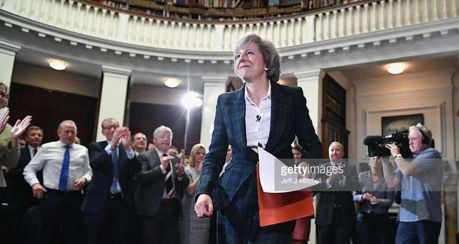 وزيرة الداخلية البريطانية تعلن ترشحها لزعامة حزب المحافظين خلفاً لديفيد كاميرون