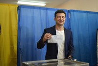 Comedian Zelensky clinches Ukraine presidency by landslide