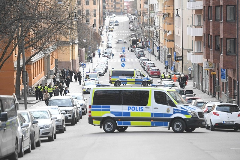 Police vans block the street outside Stockholm District Court as Uzbek national Rakhmat Akilov, prime suspect in Friday's truck attack, appeared in court on April 11, 2017. (AFP Photo)
