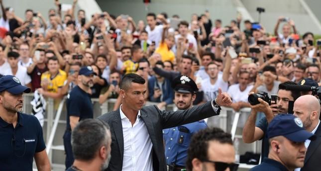 تورينو الإيطالية وجماهير يوفنتوس يستقبلون رونالدو بحفاوة كبيرة