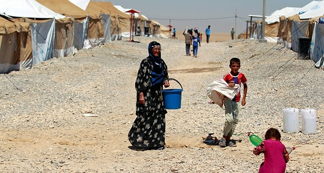A displaced woman who fled her home walks at Salamiyah camp, near Mosul, Iraq August 6, 2017. (Reuters Photo)