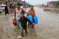 باكستان.. مصرع 24 شخصاً في فيضانات وانهيارات أرضية