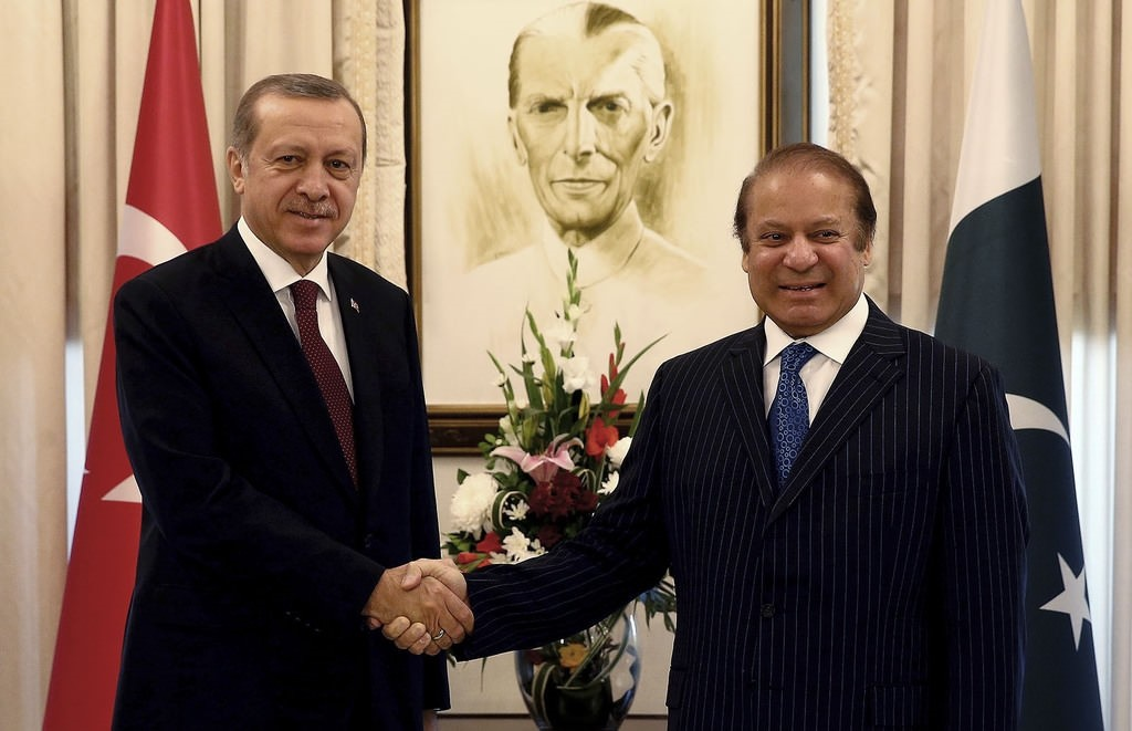 President Recep Tayyip Erdoğan, left, shakes hands with Pakistan's Prime Minister Nawaz Sharif, before a meeting, in Islamabad, Pakistan, Thursday, Nov. 17, 2016. AP Photo