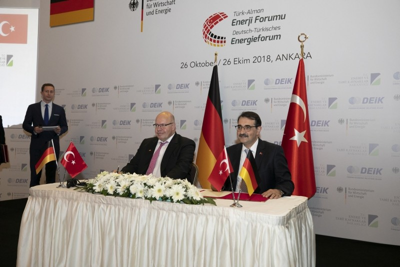 Turkish Energy Minister Fatih Du00f6nmez (R) and German Economy and Energy Minister Peter Altmaier attend an energy forum in Ankara, on Oct. 26, 2018. (AA Photo)