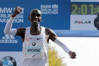 Kipchoge gewinnt Berlin-Marathon mit Weltrekord