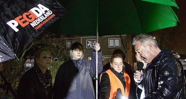Pegida shows Islam-insulting movie outside mosque