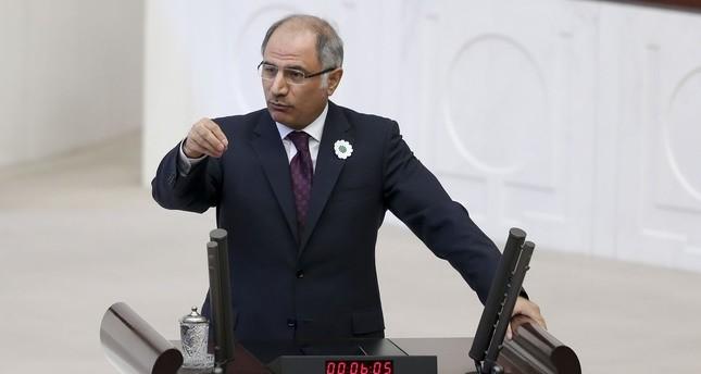 وزير الداخلية التركي يكشف معايير منح الجنسية للاجئين السوريين
