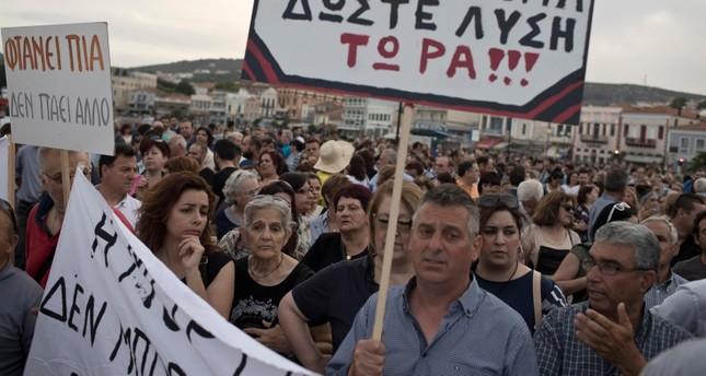 جانب من المتظاهرين (رويترز)