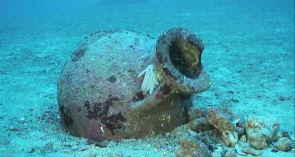 Les archéologues découvrent 22 anciennes amphores au large des côtes albanaises