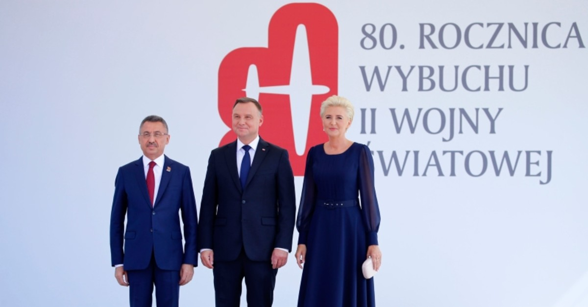 Vice President Fuat Oktay (L) poses with Polish President Andrzej Duda (C), and his wife Agata Kornhauser-Duda prior a memorial ceremony marking the 80th anniversary of the start of World War II in Warsaw, Poland, Sunday, Sept. 1, 2019. (AA Photo)