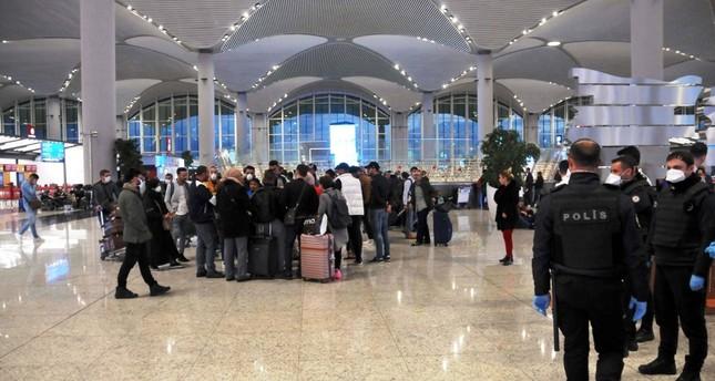 السلطات التركية تنقل أجانب عالقين في مطار إسطنبول إلى مساكن طلابية