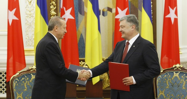 President Erdoğan (L) and Ukrainian President Poroshenko shake hands after signing bilateral agreements  following their meeting in Kiev, Ukraine, Oct. 9.