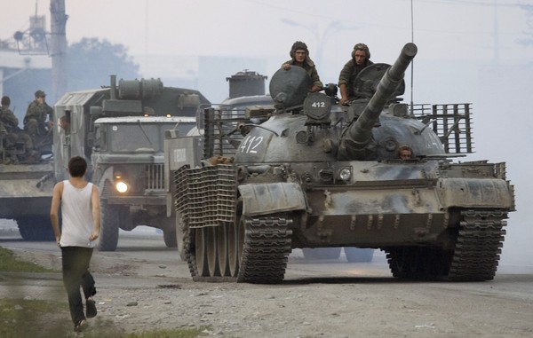 Russian tanks on patrol during Moscow's attempt to occupy Georgian territories, South Ossetia, Aug. 17, 2008. (Reuters Photo)