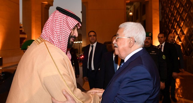 Saudi Arabia's Crown Prince Mohammed Bin Salman welcomes Palestinian President Mahmoud Abbas in Riyadh, Saudi Arabia December 21, 2017. Reuters Photo
