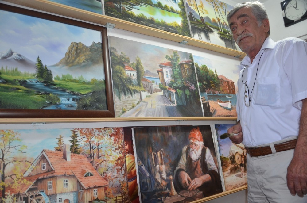 Pensioner Mithat Altay wants to honor his hero Bob Ross by holding an exhibition of his paintings.