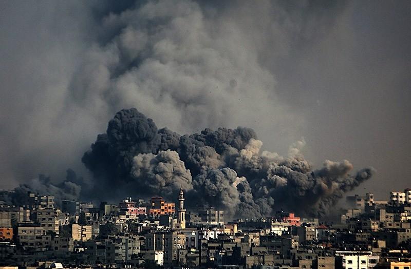 Smoke rises after an Israeli airstrike in Al Shejaeiya neighbourhood during a military operation in eastern Gaza City, 22 July 2014. (EPA Photo)