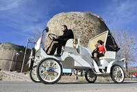 The prototype for an electric horse carriage produced by a company in southern Turkey went on the market for sale in southeastern Diyarbakır province, and is expected to contribute to tourism in...