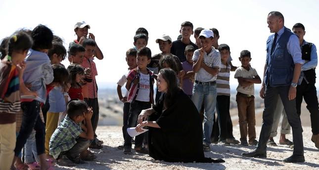 ماذا أخذوا معهم: قصيدة بصوت نجوم العالم لدعم اللاجئين