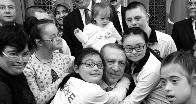 أردوغان يلتقي أطفالاً مصابين بمتلازمة داون في اليوم العالمي للتوعية بالمرض