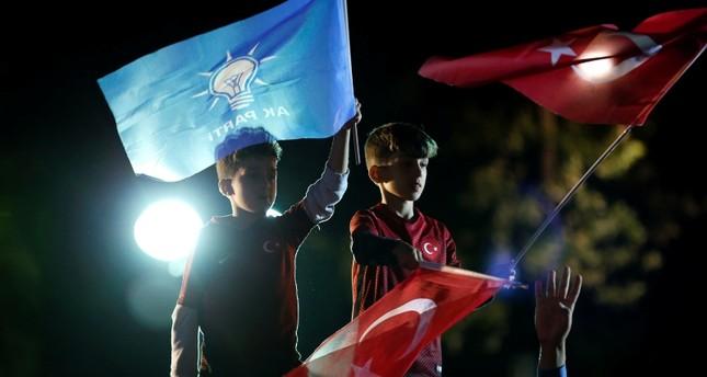 Lira strengthens 2% against dollar after Erdoğan win