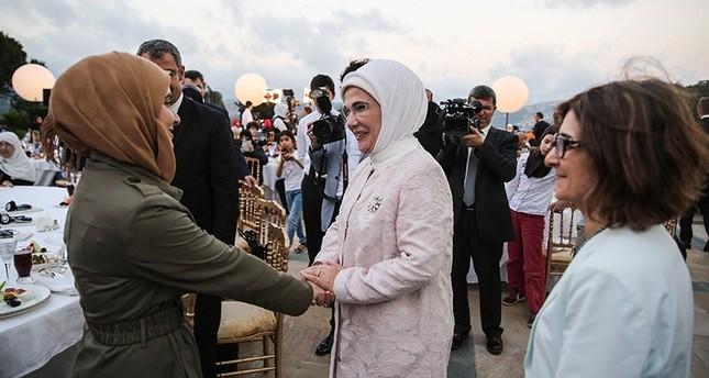 أمينة أردوغان تلتقي سيدات سوريات على مائدة الإفطار الرمضانية