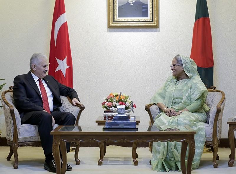 Prime Minister Binali Yu0131ldu0131ru0131m (left) with Bangladeshi counterpart Sheikh Hasina (right) AA Photo