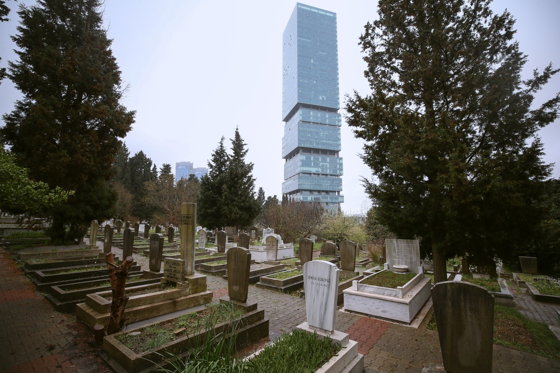 Zincirlikuyu, located in one of the most pricey locations for housing, also is the most expensive cemetery with plot prices surged to TL 25.000.