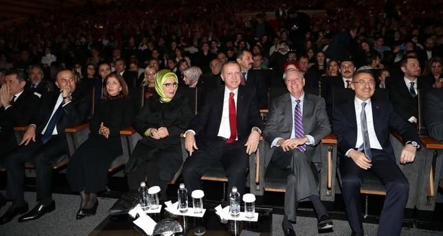 السيناتور الأمريكي غراهام يحضر حفل موسيقي مع أردوغان