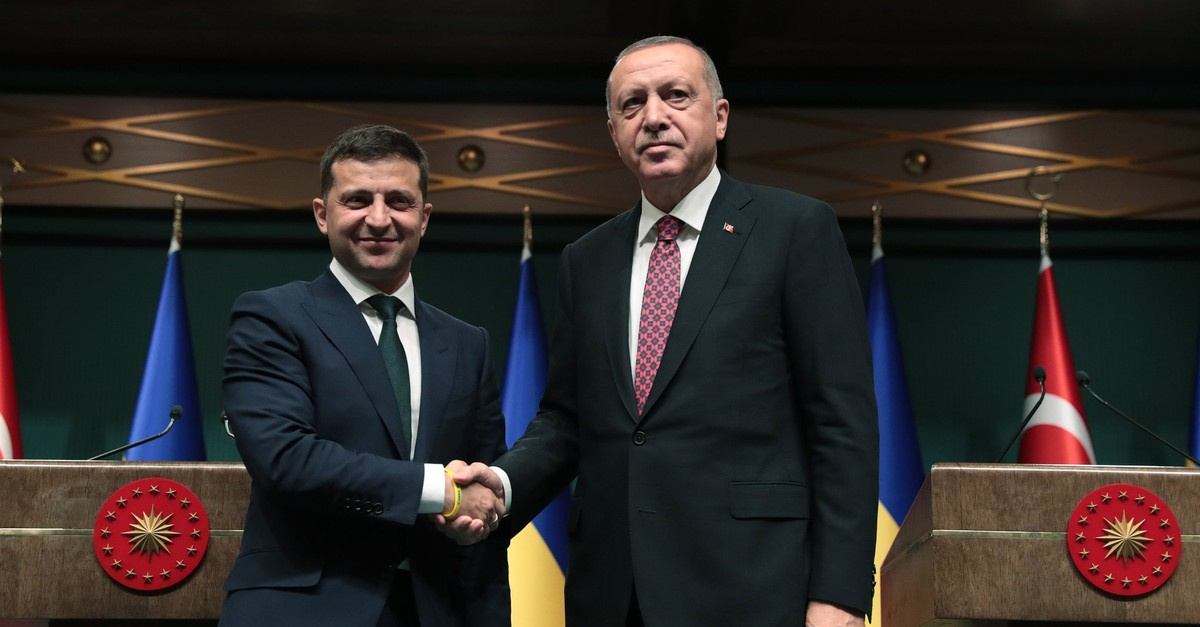 President Recep Tayyip Erdou011fan (R) and his Ukrainian counterpart Volodymyr Zelensky shake hands after joint press conference, Ankara, Aug. 7, 2019.