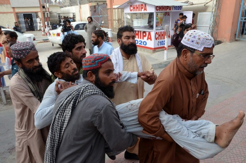 People shift injured victims of a suicide bomb attack that targeted an election campaign rally of Balochistan Awami Party in Mastung, to a hospital in Quetta, Pakistan, July 13, 2018. (EPA Photo)