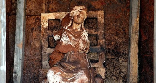 تركيا.. اكتشاف تمثال أم الآلهة يعود إلى ألفين ومائة عام