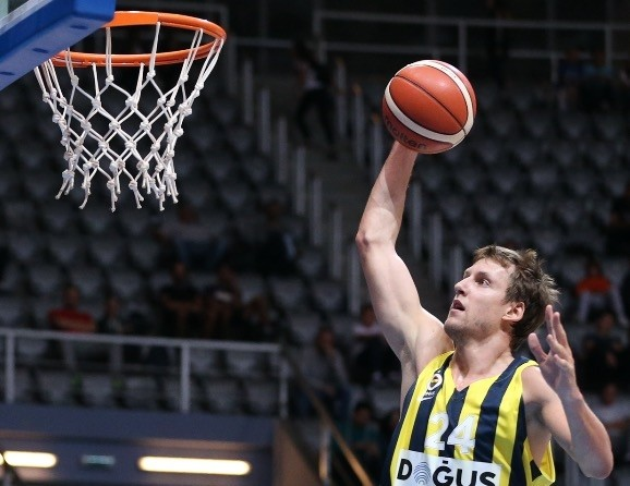 Jan Vesely is soaring at the start of the season with 16.3 points, 6.5 rebounds, 3.5 assists and 1.3 steals, leading Fener to a 3-1 start.