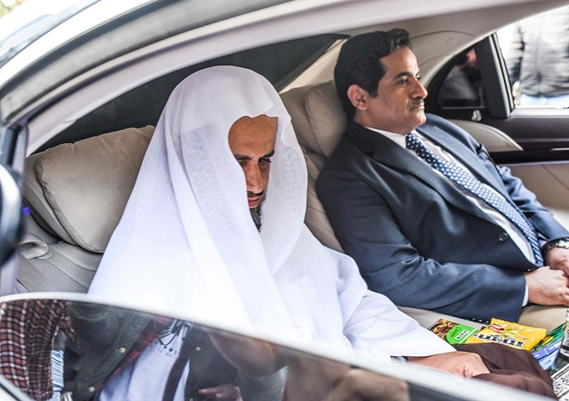 The head of the Saudi investigation into the murder of journalist Jamal Khashoggi, Attorney General Sheikh Saud al-Mojeb (L) leaves the Saudi-Arabian consulate by car in Istanbul on Oct. 30, 2018. (AFP Photo)