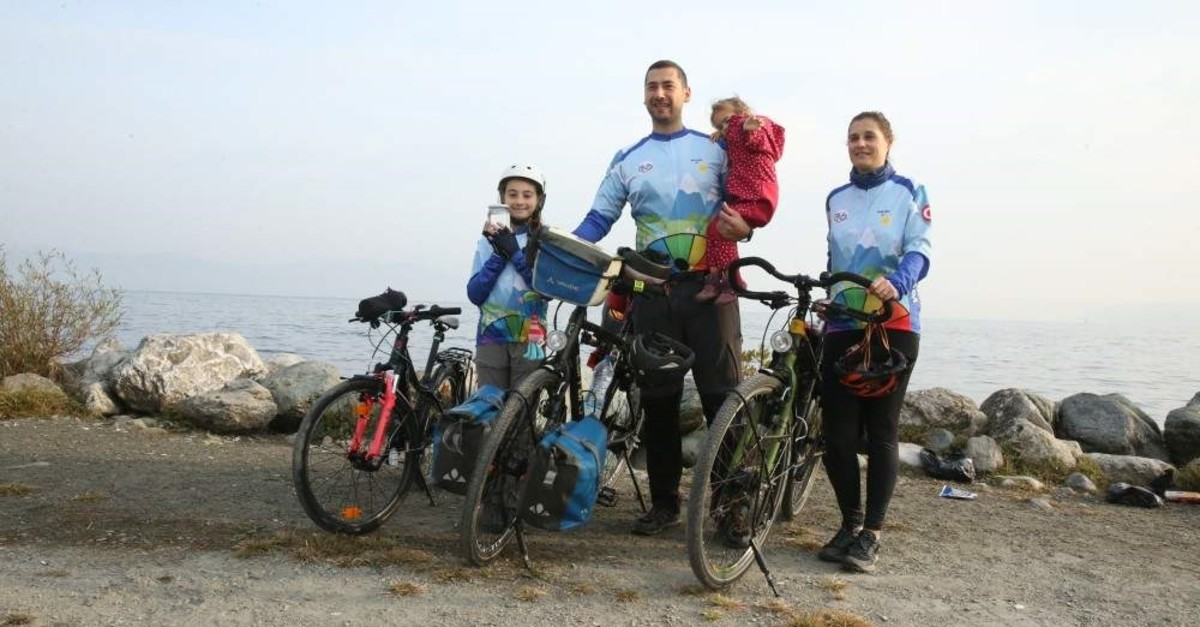 The u015een Family plans to tour around Turkey's lakes to raise awareness for the importance of Turkey's water sources. (AA Photo)