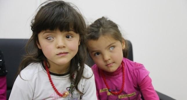 طفلة أفغانية تستعيد بصرها بعد زرع قرنية لها في مستشفى تركي