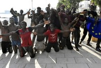 115 Migranten stürmen spanische Nordafrika-Exklave