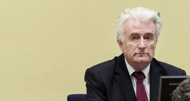 رادوفان كاراديتش، المعروف بـسفاح البوسنة أثناء جلسة محاكمته بمحكمة الجنايات الدولية في لاهاي (وكالة الأنباء الفرنسية)