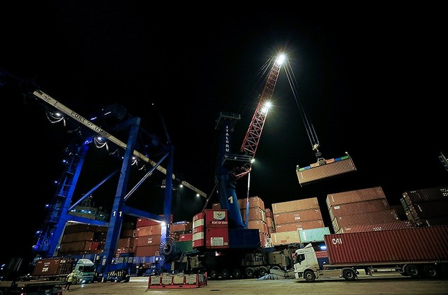 This file photo dated Dec. 31, 2018, shows container being loaded onto a ship on New Year's Eve in western Turkey's the Port of Izmir, which remained open late in the night due to increased demand from exporters. (AA Photo)