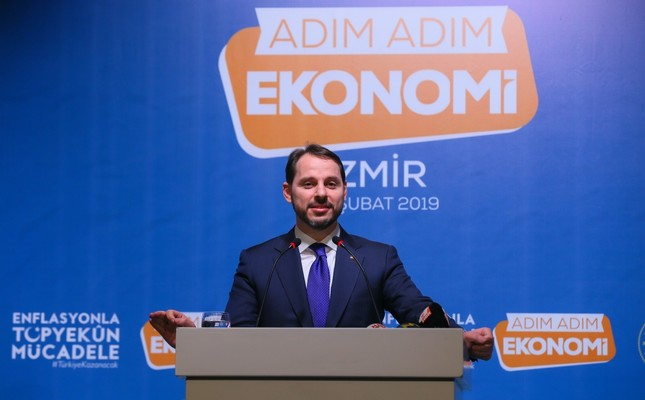 Treasury and Finance Minister Berat Albayrak addresses businesspeople at a provincial meeting in the Aegean city of İzmir, Feb. 15, 2019.