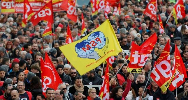 سيةويتوقع انطلاق المتقاعدين والطلاب والمعلمين في نحو 250 تظاهرة في البلاد الفرنش