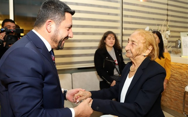 Nevşehir Mayor Rasim Arı (L) celebrates the 113th birthday of Cacilda Marilia Do Nascimento at a hotel on April 19, 2019. (AA Photo)