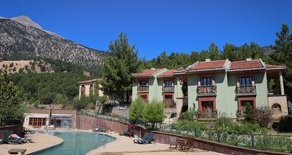 إقامة مجانية في فندق بأضنة لمن يصرف ألف دولار إلى الليرة التركية