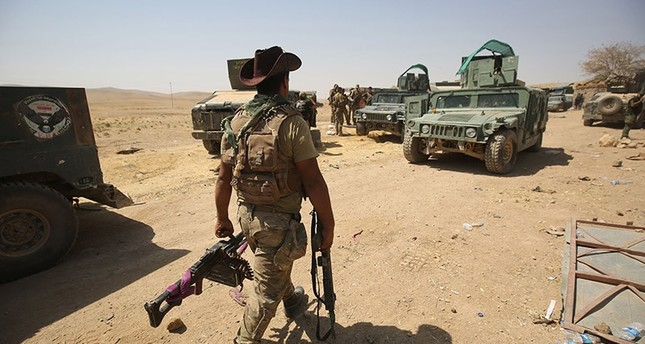 Iraqi forces advance towards the al-Ayadieh area, north of Tal Afar, as they battle the last pockets of Daesh terrorists in the area on August 30, 2017. (AFP Photo)